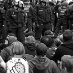Deutsche Polizisten schützen die Faschisten